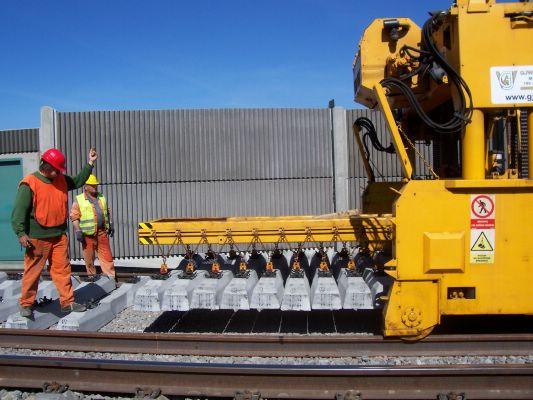 Prag Eisenbahnknoten Baustelle Schwellentausch